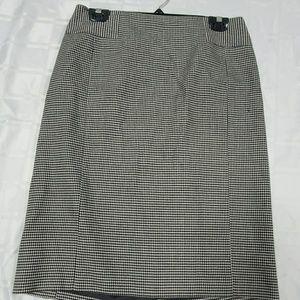 Ann Taylor Black White Skirt - size 8